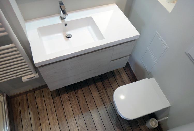 Rénovation d'une salle de bain complète : douche, WC et lavabo installés à Lyon