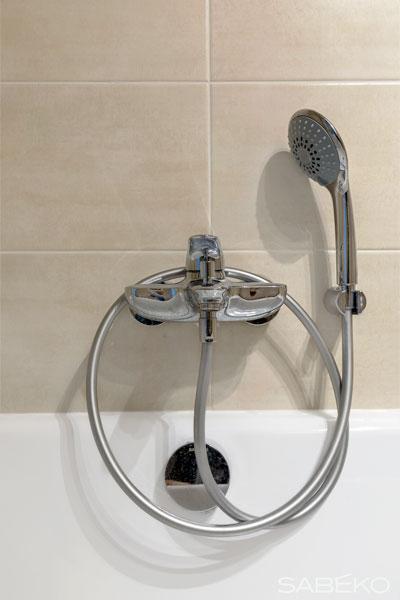 Vue détaillée de la baignoire installée à Aix les bains