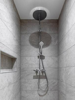 Une douche italienne au design élégant