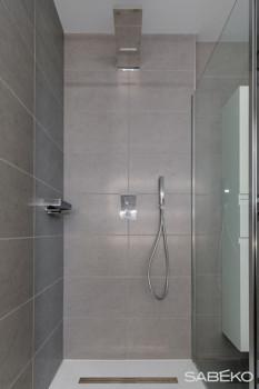 Une douche italienne aux finitions soignées